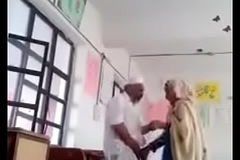 A 70 yrs old man sex with Thirty yrs bold lady in classroom.