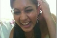 Desi Indian Hot babe out of reach of webcam must see