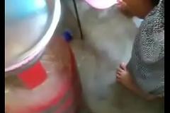 Indian milf gets her upskirt filmed unaware